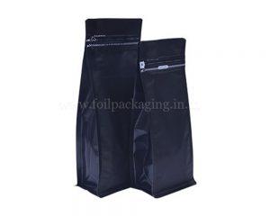 กระเป๋าสีดำพร้อมซิป